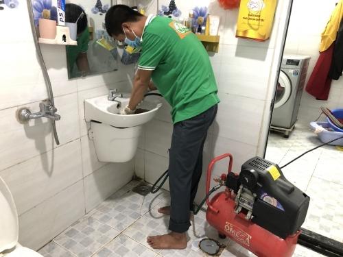 Hướng dẫn cách thông tắc lavabo bằng máy nén khí